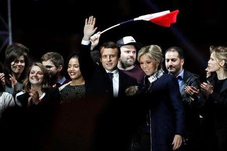 Putin felicita a Macron y expresa su deseo de trabajar con él