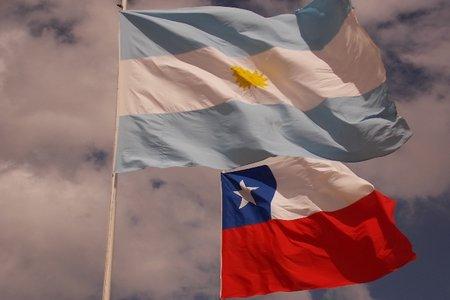 Chile y Argentina acuerdan eliminar roaming tras negociación del TLC