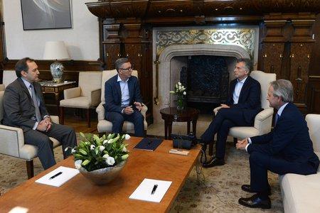 Macri recibió un compromiso de Telecom Argentina de inversiones por US$ 5.000 millones